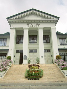 Baguio City Hall façade, with the historical marker on one of its columns.