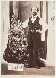 Bernhardt Holtermann with 286 kg (630 lb) gold nugget unearthed in 1872 from the Star of Hope Mine, Hill End during the Gold Rush.