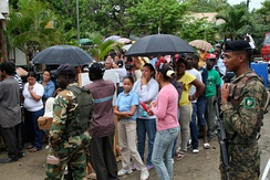 Dominicans and Haitians lined up to attend medical providers from the U.S. Army Reserve