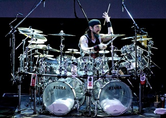 Mike Portnoy, the ex drummer of Dream Theater with many cymbals. Rio de Janeiro, 7 March 2008