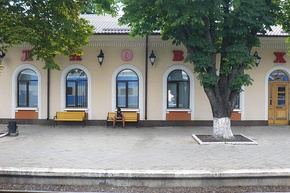 Volnovaha train station.JPG