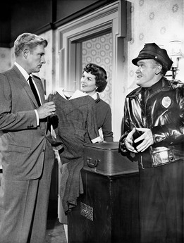 Paul Drake (William Hopper) and Della Street (Barbara Hale), with cop Frank Sully