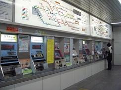 Билетные автоматы и схема расположения зон на станции Синсайбаси