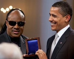 Barack Obama presents Wonder with the Gershwin Prize in 2009.
