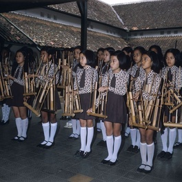 The student angklung performance.