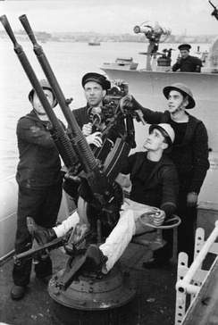 Anti-aircraft guns at action stations during an alert on board a Free French Destroyer, part of the Free French Navy. circa 1940–1941
