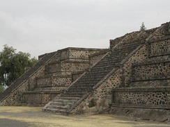 Platform along the Avenue of the Dead showing the talud-tablero architectural style