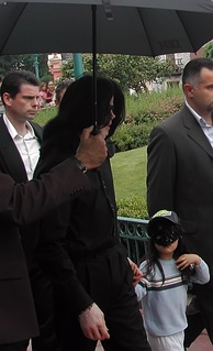 Jackson and his son Blanket in Disneyland Paris, 2006