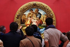 Viewers of the Doni Tondo by Michelangelo in the Uffizi Gallery.