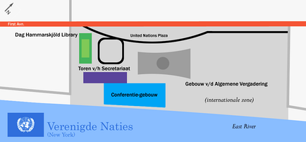 Map of the United Nations headquarters in Dutch. The green rectangle is the Dag Hammarskjöld Library, the purple rectangle is the Secretariat, the blue trapezoid is the Conference Building, and the grey shape is the General Assembly Building