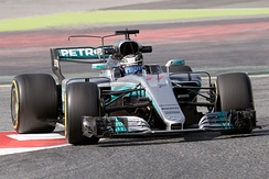 Novel front suspension and T-wing designs with bowl-shaped rear wing on F1 W08 EQ Power+
