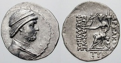 "Drachma of Mithridates II of Parthia (r. c. 124–90 BC). Reverse side: goddess Tyche/Khvarenah holding a small Nike offering a wreath; inscription reading [ΒΑΣΙΛΕΩΣ] ΑΡΣΑΚΟΥ ΕΠΙΦΑΝΟΥΣ ΦΙΛΕΛΛΗΝΟΣ ""of Renowned/Manifest [King] Arsaces the Philhellene."