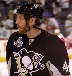 Scuderi with the Penguins in 2009