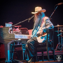 Leon Russell taking time out to tell a story in  2016