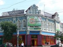 Здание на углу улиц Ленинградской и Куйбышева (современный вид)