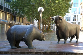 Statues of the two symbolic beasts of finance, the bear and the bull, in front of the Frankfurt Stock Exchange.