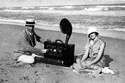 Armstrong and his new wife Esther Marion MacInnis in Palm Beach in 1923. The radio is a portable superheterodyne that Armstrong built as a present for her.