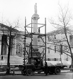 The memorial being dismantled in 1919