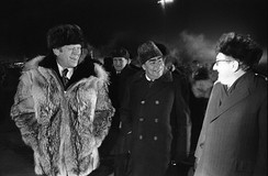 The delegations on the tarmac at Vozdvizhenka Airbase, just moments before Ford informally concluded the Summit by giving his wolfskin coat to Brezhnev