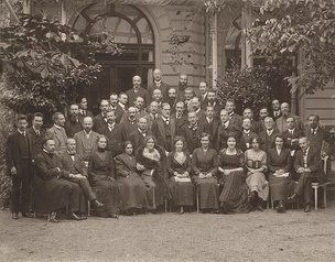International Psychoanalytic Congress. Photograph, 1911. Freud and Jung in the center