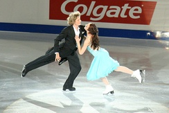 Davis/White perform their Beyond the Sea exhibition at the 2006 Skate Canada International.