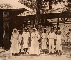 Nurses of the Union Minière du Haut-Katanga and their Congolese assistants, Élisabethville, 1918