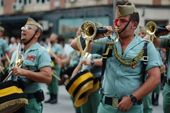 Plain bugles are traditionally used in the bugle bands of the Spanish Legion.