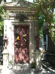 Rossini's now-empty tomb at Père Lachaise Cemetery in Paris