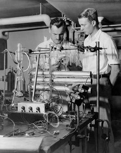 Nobel Laureate Arthur Compton, left, with young graduate student Luis Alvarez at the University of Chicago in 1933