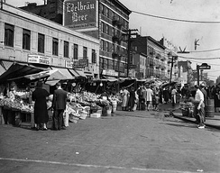 Arthur Avenue pushcarts in 1940.