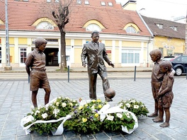 Statue of Ferenc Puskás in Budapest inspired by a photograph taken in Madrid in which the legendary player was teaching an ad hoc course in keepie uppie to street children