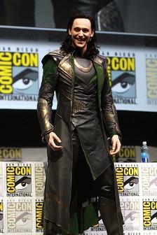 Том Хиддлстон в костюме Локи из фильма «Тор», Comic Con-2013