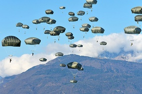 Paratroopers from the armies of the Germany, Italy and the United States during an exercise in Pordenone, Italy, 2019