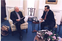 Issa with Vice President Dick Cheney in 2001