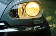 Directional (steering) headlamps on a Citroën DS – the driver can see clearly through curves.