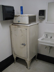 "General Electric ""Monitor-Top"" refrigerator, still in use, June 2007"