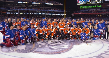 The Flyers and Rangers alumni gathered for a combined team picture after the game.