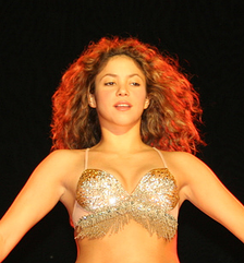 Shakira on Tour Fijación Oral in 2007.