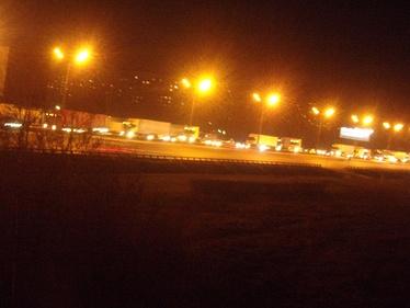 Московская кольцевая автодорога заполнена машинами дальнобойщиков, движение парализовано (май 2017 г.)