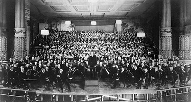 The Philadelphia Orchestra on stage with Stokowski for the American premiere of Mahler's Eighth Symphony, March 2, 1916.