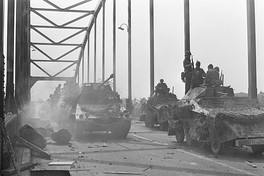 Shooting of a scene in Deventer on May 18, 1976. German vehicles are crossing the bridge.