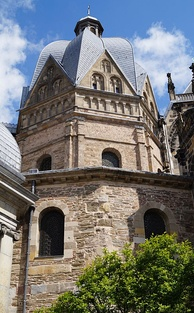 Charlemagne's palace chapel at Aachen, completed in 805[105]