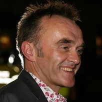 The video received multiple comparisons from various music critics to Trainspotting (1996), directed by Danny Boyle (pictured), because of its overly sexualized and violent themes, as well as the opening monologue by Agyness Deyn.[16]