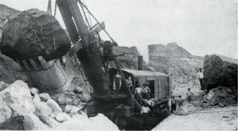 A Marion steam shovel excavating the Panama Canal in 1908