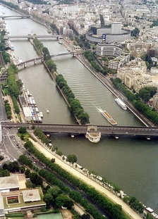 View downstream from the Eiffel Tower, showing, from bottom to top, Pont de Bir-Hakeim, Pont Rouelle, Pont de Grenelle, and Pont Mirabeau