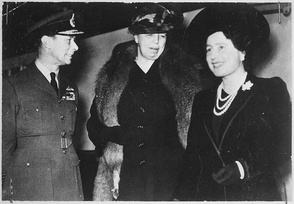 Eleanor Roosevelt (centre), King George VI and Queen Elizabeth in London, 23 October 1942