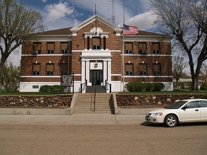 Golden Valley County Courthouse in Beach