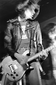 Johnny Ramone in concert, 1977