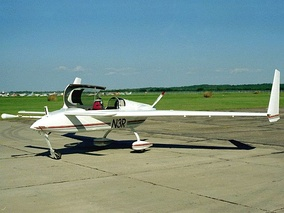 A Long-EZ two-seater canard plane