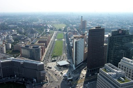Potsdamer Platz with the site of the Potsdamer Bahnhof in September 2005. The long green strip is Tilla Durieux Park, the site of the former station and its approaches. The road running down its left (eastern) side is Gabriele Tergit Promenade, named after the German writer and journalist Gabriele Tergit (1894-1982), while the road running down the right (west) side is Linkstraße, a bygone thoroughfare from former times now resurrected, but realigned a few metres east of its old route